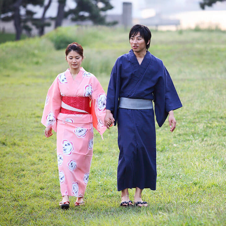 japanese couple wearing traditional yukatas
