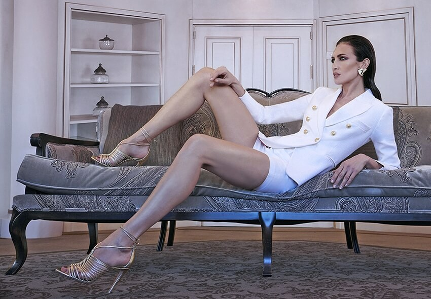 nieves alvarez, top model, wearing constanza blazer by the extreme collection